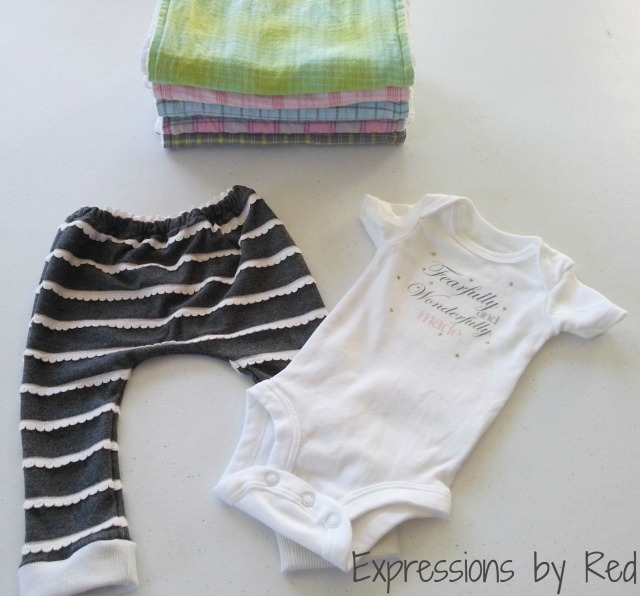 The Best and Easiest Burp Cloths EVER Tutorial - gift set